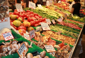 fresh vegetable stand at pike's place market